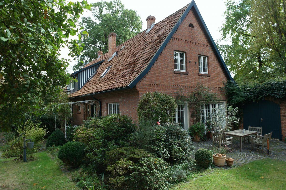 farmhouse 1732150 1920